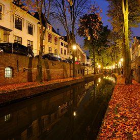 Nieuwegracht in Utrecht tussen de Pausdambrug en de Paulusbrug  von Donker Utrecht