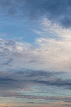 Wolkenlucht na een regenbui in de ochtend van Jani Moerlands