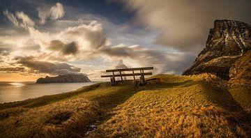 Gasadalur bench von Wojciech Kruczynski