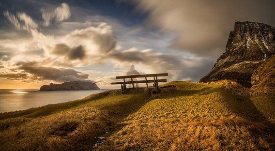 Gasadalur bench van Wojciech Kruczynski