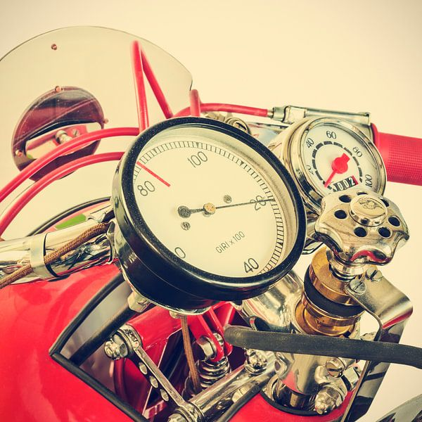 Detail of a classic Ducati Cucciolo motorcycle sur Martin Bergsma