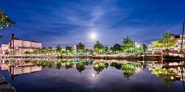 Emmakade Leeuwarden en de volle maan sur Harrie Muis