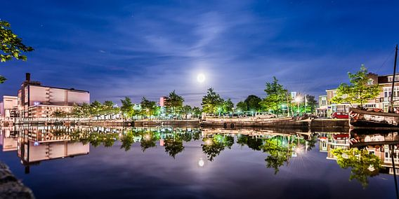 Emmakade Leeuwarden en de volle maan van Harrie Muis