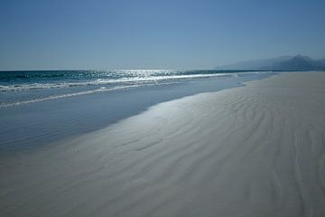 Verlaten strand bij Mughsayl (Oman) van Alphapics