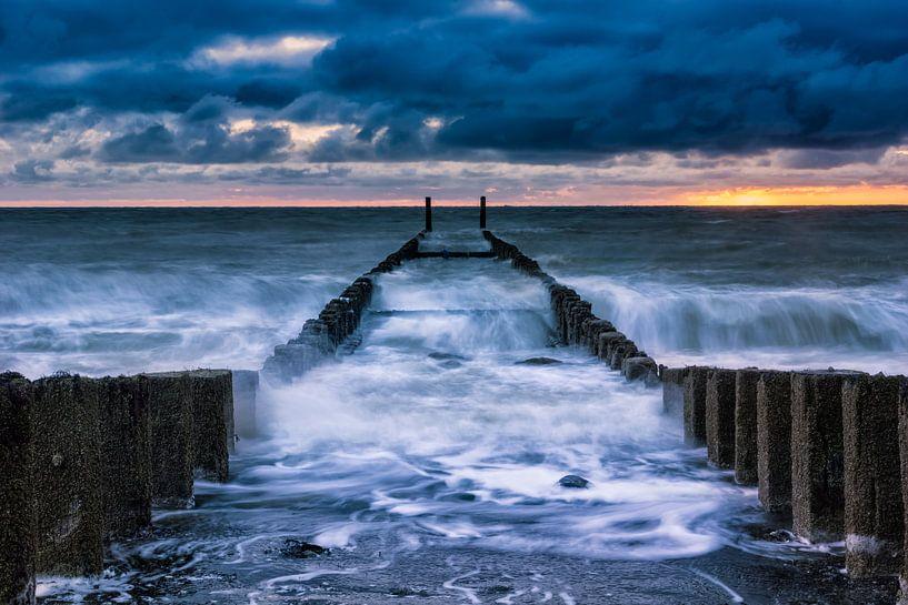 Storm bij Westkapelle van Sander Poppe