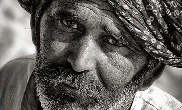 Bärtiger Mann aus Rahjastan, Indien. von Ton Bijvank