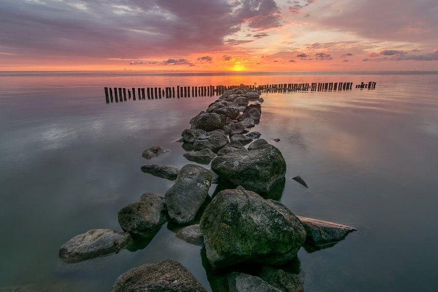zonsopkomst bij de IJsselmeer bij Enkhuizen