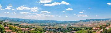 Panorama Toscane bij Volterra van Peter Baier