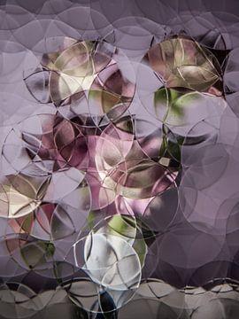 stilleven met bloemen in oudroze met paars ( abstract stilleven ) van Marjolijn van den Berg