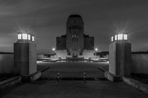 Het voormalig zendstation Radio Kootwijk op de Veluwe in de nacht