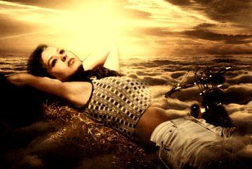 dagdromen van een jonge geklede vrouw in de wolken. van Cor Heijnen