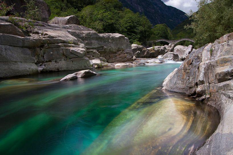 Het dal Valle Verzasca in Zwitserland van Paul Wendels