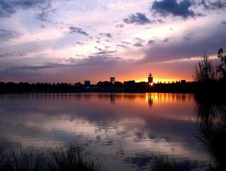 skyline zonsondergang van Pieter Heymeijer
