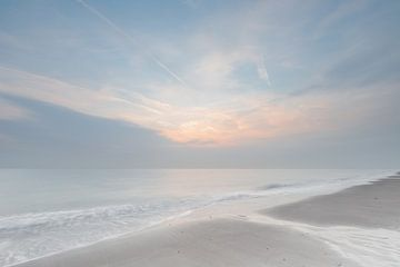 Minimalisme Noordzee  van Ingrid Van Damme fotografie