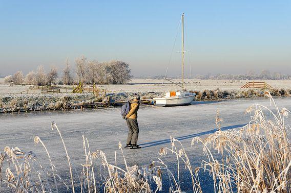 Winterlandschap met schaatser van Merijn van der Vliet