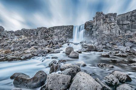 Öxarárfoss Waterval IJsland, Öxarárfoss Waterfall Iceland van Leon Brouwer