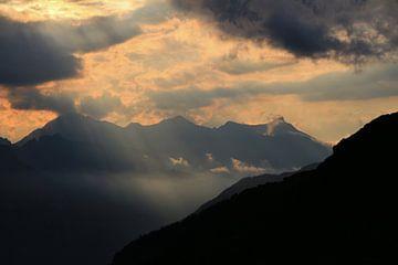 Avondlicht in de Zwitserse Alpen van Tobias Majewski