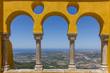Uitzicht op Sintra vanuit Palacio da Pena van Michèle Huge