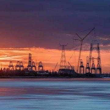 Containerterminal in een oranje sunset_2 van Tony Vingerhoets