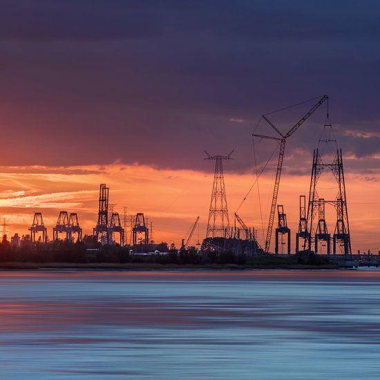 Containerterminal in een oranje sunset_2