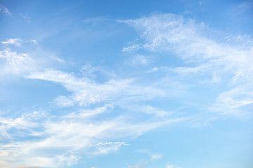 Lucht met wolken van