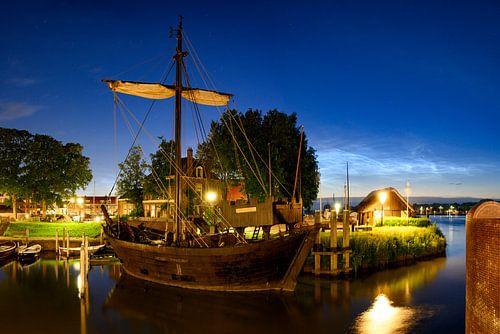 Kamper Kogge in Kampen met lichtende wolken in de achtergrond