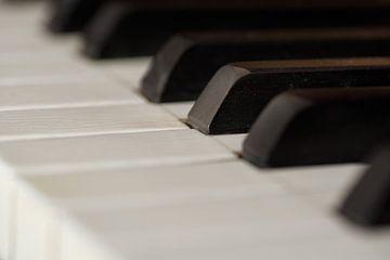 Das alte Piano..... von Rolf Schnepp