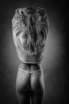 Junge Frau mit einem sportlichen Körper. von Retinas Fotografie