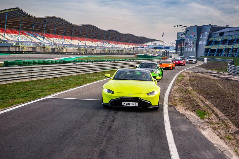 Optocht van supercars - Aston Martin - Porsche - Lamborghini - Ferrari van Martijn Bravenboer