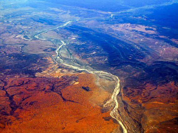 Luchtfoto van het Rode Centrum, Outback, Australië van Rietje Bulthuis