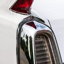 Achterlamp  detail van een oude Amerikaanse auto van Mark Scheper