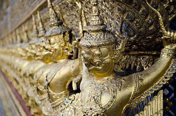 Beeldjes King's Grand Palace in Bangkok, Thailand van Maurice Verschuur