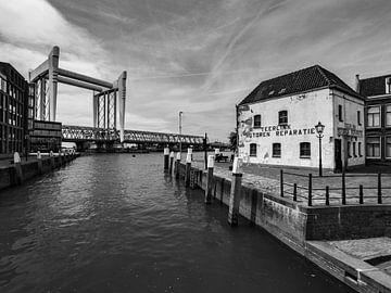 Dordrecht spoorbrug van Chris Es, van