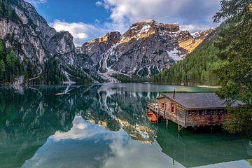 Bergsee mit Bergpanorama in den Dolomiten von Voss Fine Art Photography