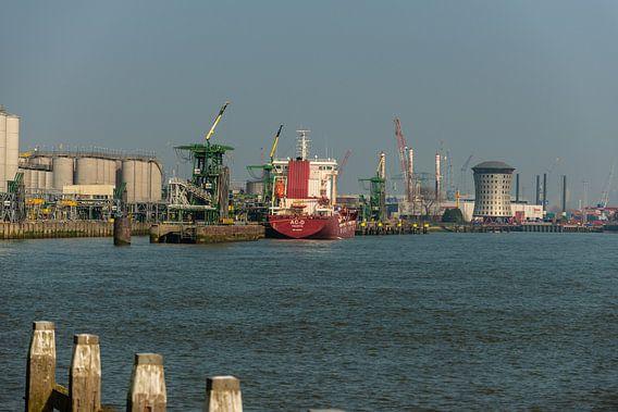 Rotterdam Haven bij Vlaardingen. van Brian Morgan
