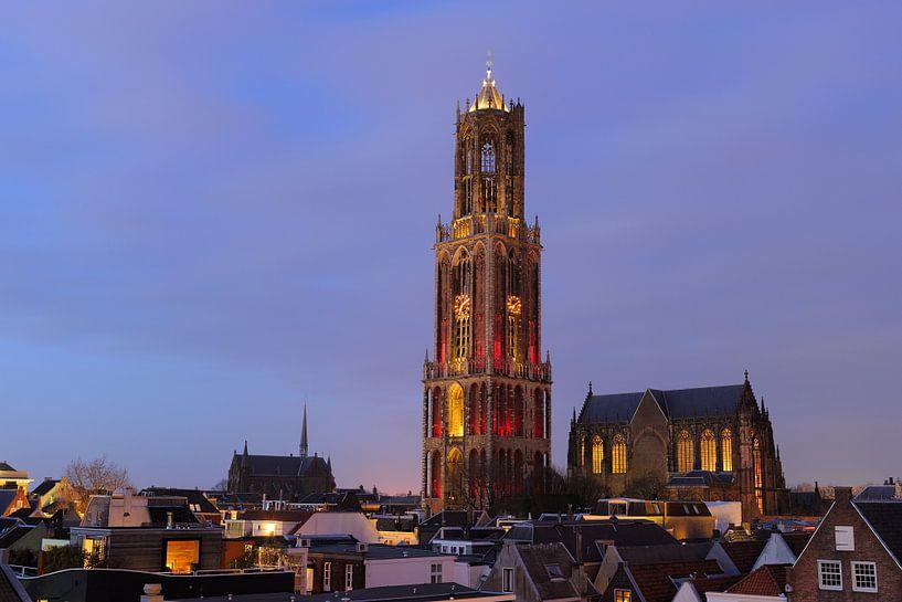Stadsgezicht van Utrecht met roodwitte Domtoren, foto 2 van Donker Utrecht