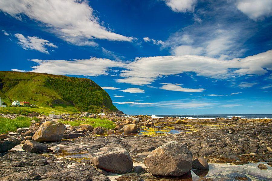 Noorse kust vanaf eiland Runde