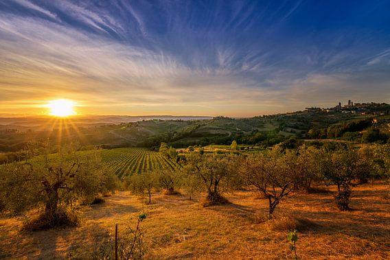 Sunrise over Tuscany Hills van Sander Peters Fotografie