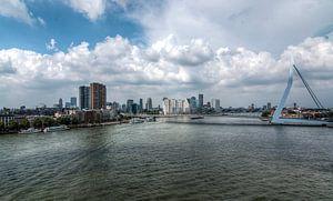 Skyline van Rotterdam in oostelijke richting van