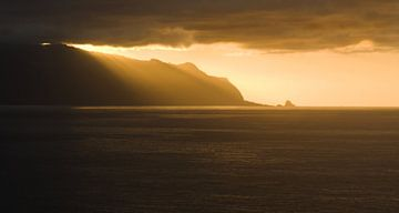 Zonsondergang boven Madeira van Martijn van Huffelen