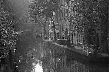 Opkomende zon  Oudegracht Utrecht van Ramona Stravers