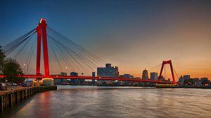 Willemsbrug met Nieuwe verlichting van Dick van der Wilt