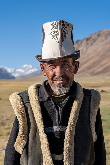 Portret van een Tadjik-man in het Pamir-gebergte
