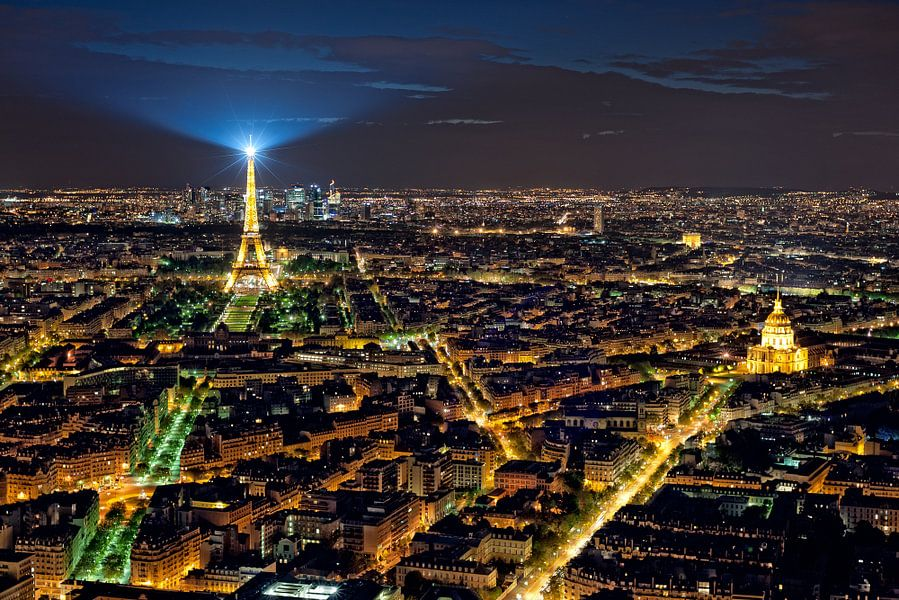 Lichtstad Parijs - Eiffeltoren - vanaf Tour Montparnasse van Rob de Voogd / zzapback