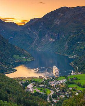 Kreuzfahrtschiff Aida Sol im Geirangerfjord, Norwegen von Henk Meijer Photography