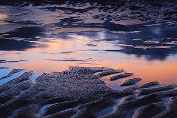 Réflexion sur la plage.