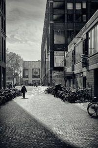 Straatfotografie Utrecht.Vlaamse Toren te Utrecht in zwart-wit (Utrecht2019@40mm nr 77)