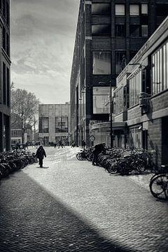 Straatfotografie Utrecht.Vlaamse Toren te Utrecht in zwart-wit (Utrecht2019@40mm nr 77) von De Utrechtse Grachten