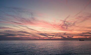 Roze luchten door zonsondergang