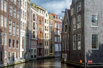 Grachtenpanden in Amsterdam van Richard Steenvoorden